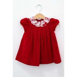 Rochie roșie de catifea cu guler de dantelă